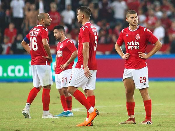 אין קסמים בכדורגל. שחקני הפועל תל אביב (אלן שיבר)