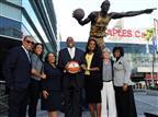 שולט בעיר: מג'יק רכש גם את ה-LA ספארקס