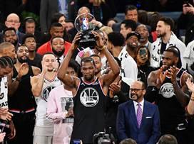 בפעם השנייה בקריירה, דוראנט MVP האולסטאר (צילום: Jesse D. Garrabrant/NBAE via Getty Images)