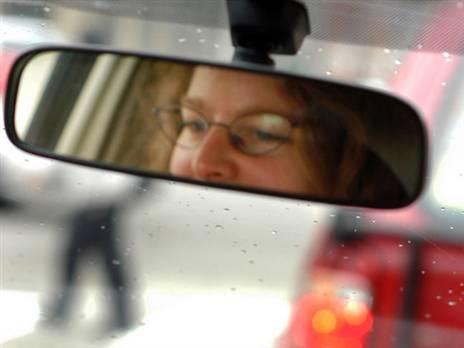 האם יש לחייב בדיקות ראיה לנהגים מעל גיל 40? (צילום: Getty)