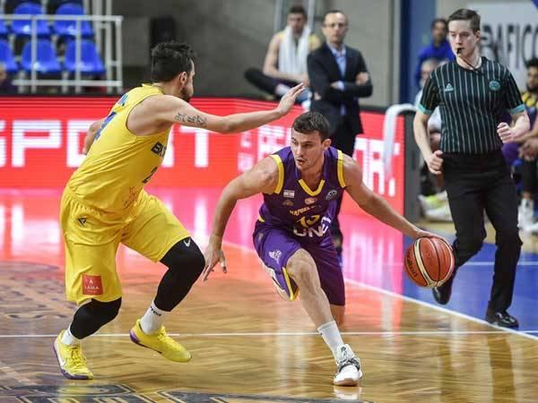 עובר צפונה. הובר (FIBA)