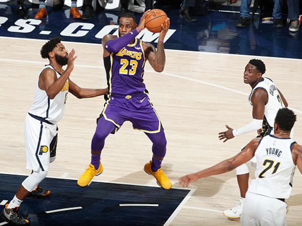 הפסד כואב ללייקרס (צילום: Jeff Haynes/NBAE via Getty Images)