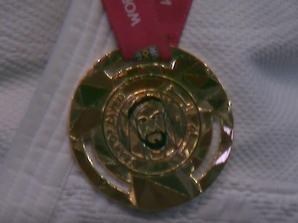 המדליה בה זכה שגיא מוקי