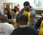 לכבוד חג ההודיה: שחקני ה-NBA מתנדבים
