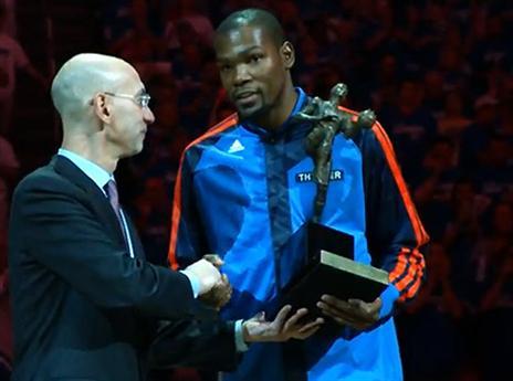 צפו בדוראנט מקבל את גביע ה-MVP