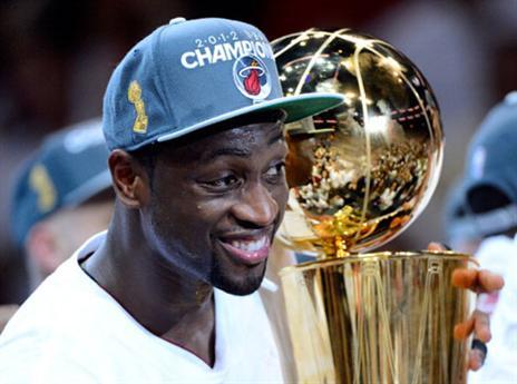 17.1 - היום לפני 35 שנים נולד דוויין ווייד, אחד השחקנים הגדולים ב-NBA בעשור האחרון. ווייד העביר את רוב הקריירה במדי מיאמי היט ואיתה בשלוש אליפויות (2006, 2012 ו-2013). העונה עבר לשחק בעיר הולדתו - שיקגו (getty)