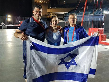 הצוות הישראלי חוגג בקנדה (איגוד ההתעמלות)