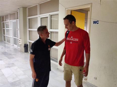 ביוון יודעים להעריך אגדות כדורסל