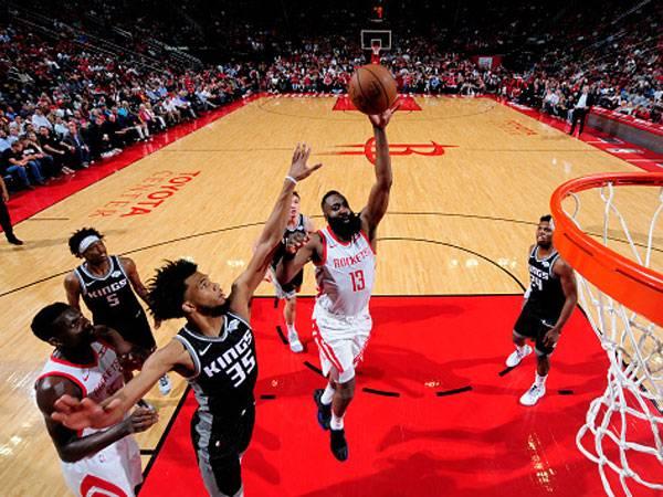 לא מוותר על ה-MVP. הארדן (צילום Bill Baptist/NBAE via Getty Images)