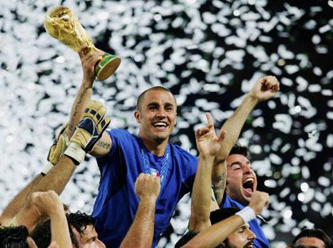 קנבארו עם גביע העולם ביד. צריך יותר מזה? (gettyimages)