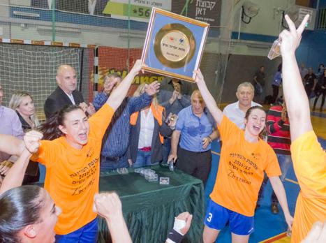 יש אליפות להרצליה (צילום: יועד כהן, איגוד הכדוריד)