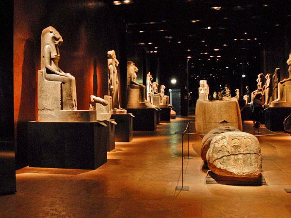 המוזיאון המצרי, אלפי מיצגים ומומיות