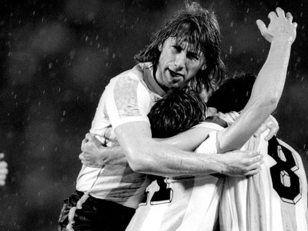 האהבה של אסקובר לכדורגל הצילה את גארקה (getty)