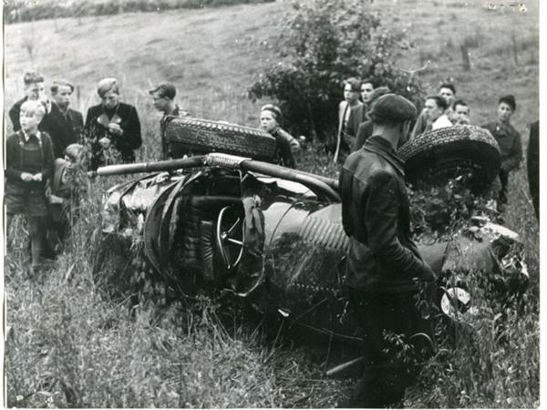 מכונית המזרטי המרוסקת של מרימון. אפס אמצעי בטיחות