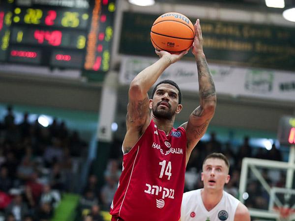 פלדין. בראון כבר שיגר איום (FIBA)
