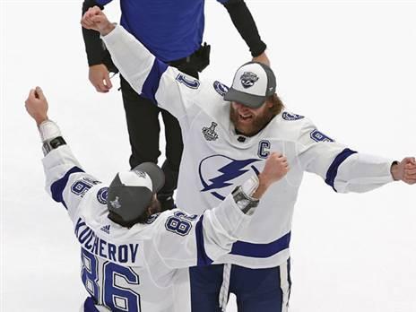 """ליגת ה-NHL הודיעה: יושקו חולצות """"רטרו"""""""
