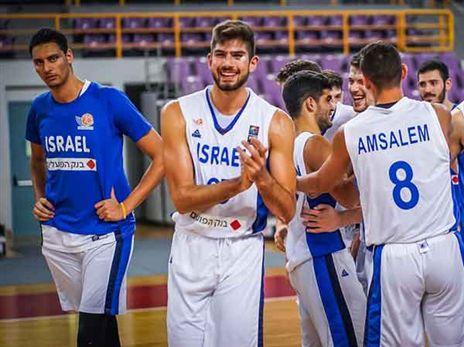 שחקני העתודה. סיימו עם חיוך (FIBA.COM)