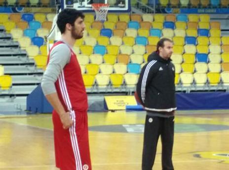 נתן נוקאאוט למאמן גראן קנאריה. פיאניג'אני