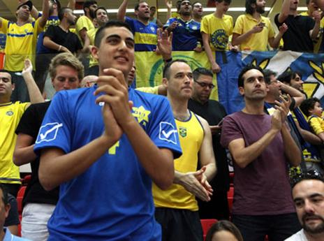 קהל רב הגיע לתמוך בצהובים (איגוד הכדורעף)