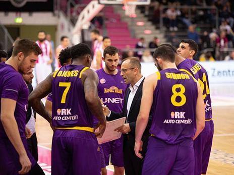 ערב אנמי של הסגולים הסתיים בהפסד מינימלי (FIBA)