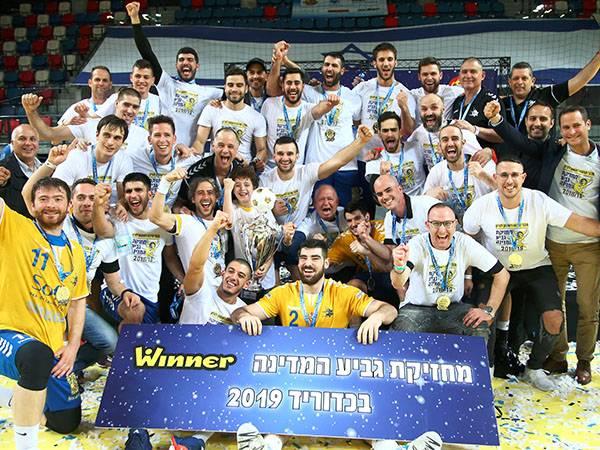 """ראשל""""צ. זכתה בגביע בפעם ה-11 (אלן שיבר)"""