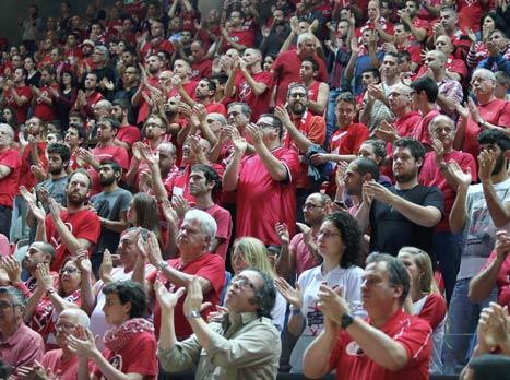 אלפים מחאו כפיים (צילום: אלן שיבר)