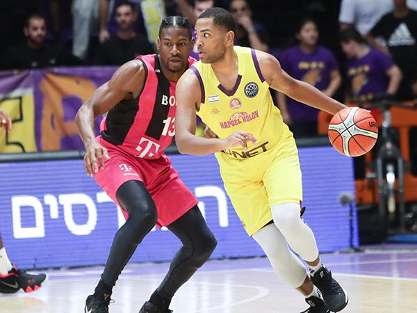 וואייט, דקות טובות בסיום המחצית הראשונה (FIBA)