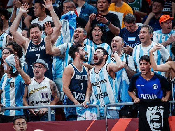 אוהדי ארגנטינה, סיפקו אווירה נהדרת כתמיד (FIBA)