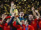 סופה של אגדה: איקר קסיאס פרש מכדורגל