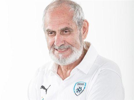 """ד""""ר דוד אלג'ם. שידר אופטימיות, חום ונתינה (באדיבות ההתאחדות לכדורגל)"""