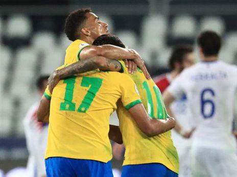 ברזיל חוגגת עלייה לחצי הגמר (Getty)