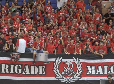 הקהל האדום כבר חוגג בארנה (אלן שיבר)