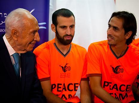 גם במונדיאל השלום יש אסיפה בחדר ההלבשה (צילום: אפרת סער)