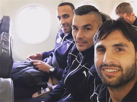 חיימוב, הובאן וראדי על המטוס (טוויטר)