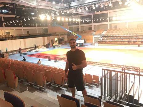 פטר פלצ'יק באולם התחרות (איגוד הג'ודו)