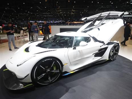 """קונינגסג jasko. המכונית הסדרתית המהירה בעולם לכביש ציבורי. כמה מהירה? 482 קמ""""ש. מעל 1600 כ""""ס ומחיר של 3 מיליון דולר למכונית. בהצלחה"""
