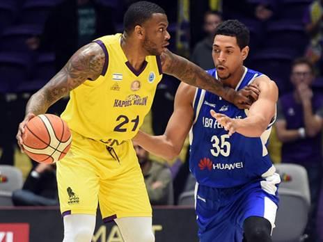 היעד המרכזי בהתקפה. ג'ונס (FIBA)