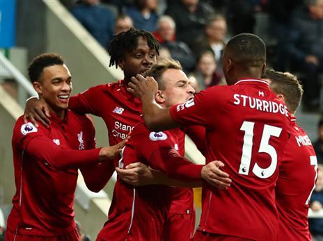 שחקני ליברפול חוגגים עם אוריגי. ניצחון דרמטי (Getty)