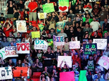 לא אהבו את מה שראו. אוהדי WWE באולם (getty)