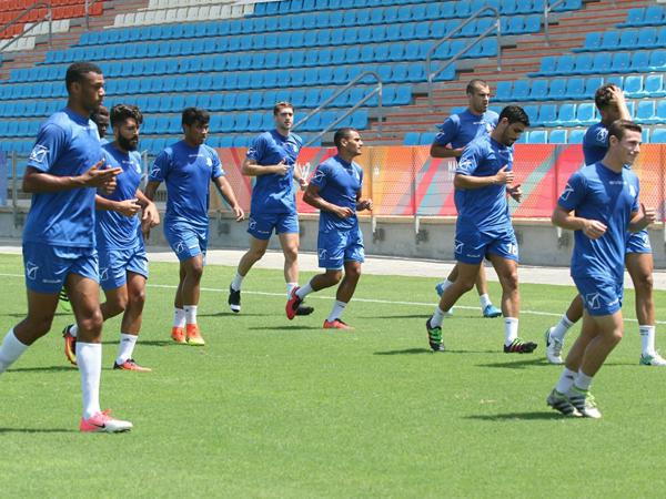 שחקני עכו באימון. הביטחון עולה (צילום: דף הפייסבוק של המועדון)