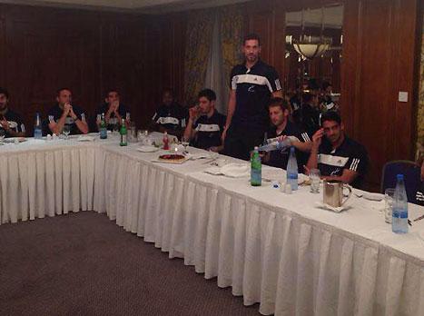 חג שמח מקפריסין: צפו בארוחת החג