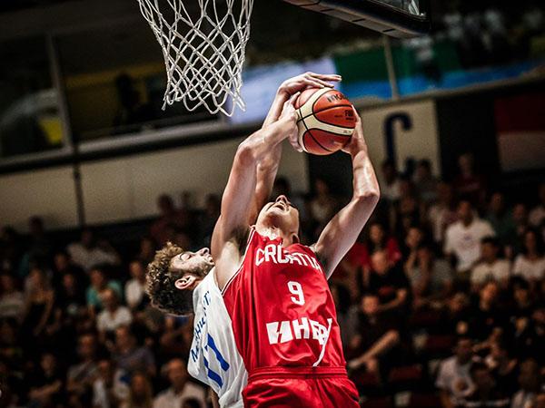 מאבק נהדר בקמניץ הוכרע עם ניצחון ענק בכחול ולבן (FIBA)