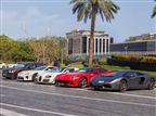 בלאגן בדובאי: רצו לנהוג ברכבי פאר ונעקצו