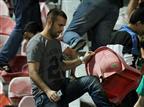 מאות אוהדי מכבי חיפה שברו כיסאות