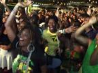 גיבור לאומי: אוסיין בולט מטריף את ג'מייקה. צפו
