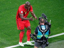 יותר מכדורגל. לוקאקו מקדיש את השער לאריקסן (GETTY)