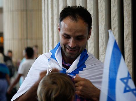 """אזרח חדש בישראל. יוליאן סטראט (צילום: מכבי סרוגו ראשל""""צ, מערכת האתר)"""