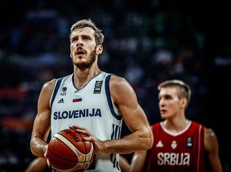 דראגיץ' פתח את המשחק בצורה מדהימה והפציץ מכל מקום (FIBA)