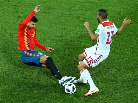 פיקה. עוד משחק נפל של הגנת ספרד (GETTY)