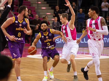 עשר שלשות לחולון במחצית ה-1, רק שלוש בשנייה (FIBA)